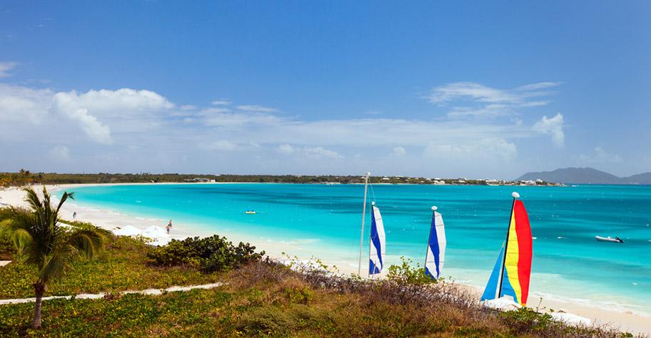 Anguilla Hochzeitsreisen Strand Spaziergang
