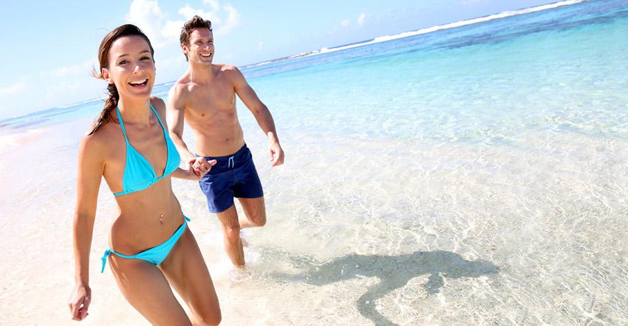 Guadeloupe Strandferien weisser Strand Paar Glücklich