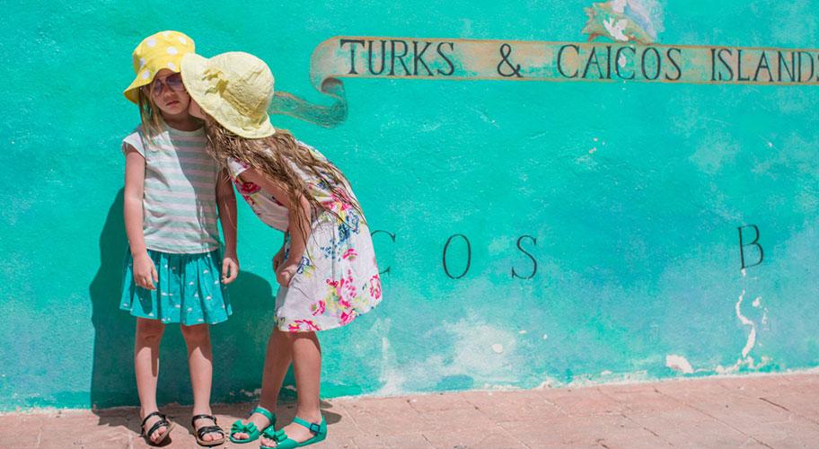 Turks Caicos Ferien mit Kindern Mädchen Spass
